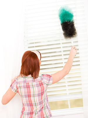 cleaning venetian blind with a duster